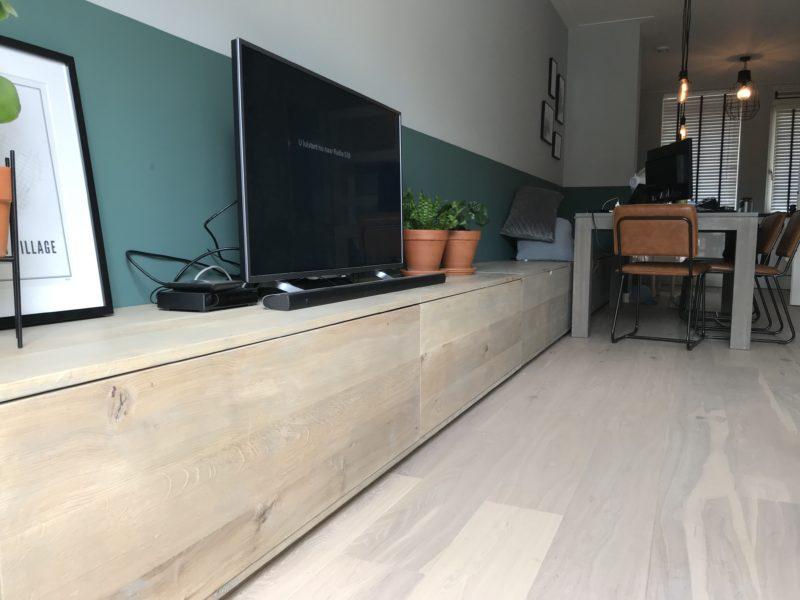 TV-meubel en bank met veel bergruimte